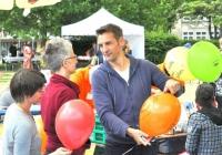 Ballons und nette Leute überall