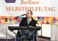 Foto Simon Bögel auf der Bühne