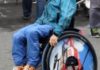 Foto Junge im Rolli hat sichtlich Spass, war auch beim Kinderschminken