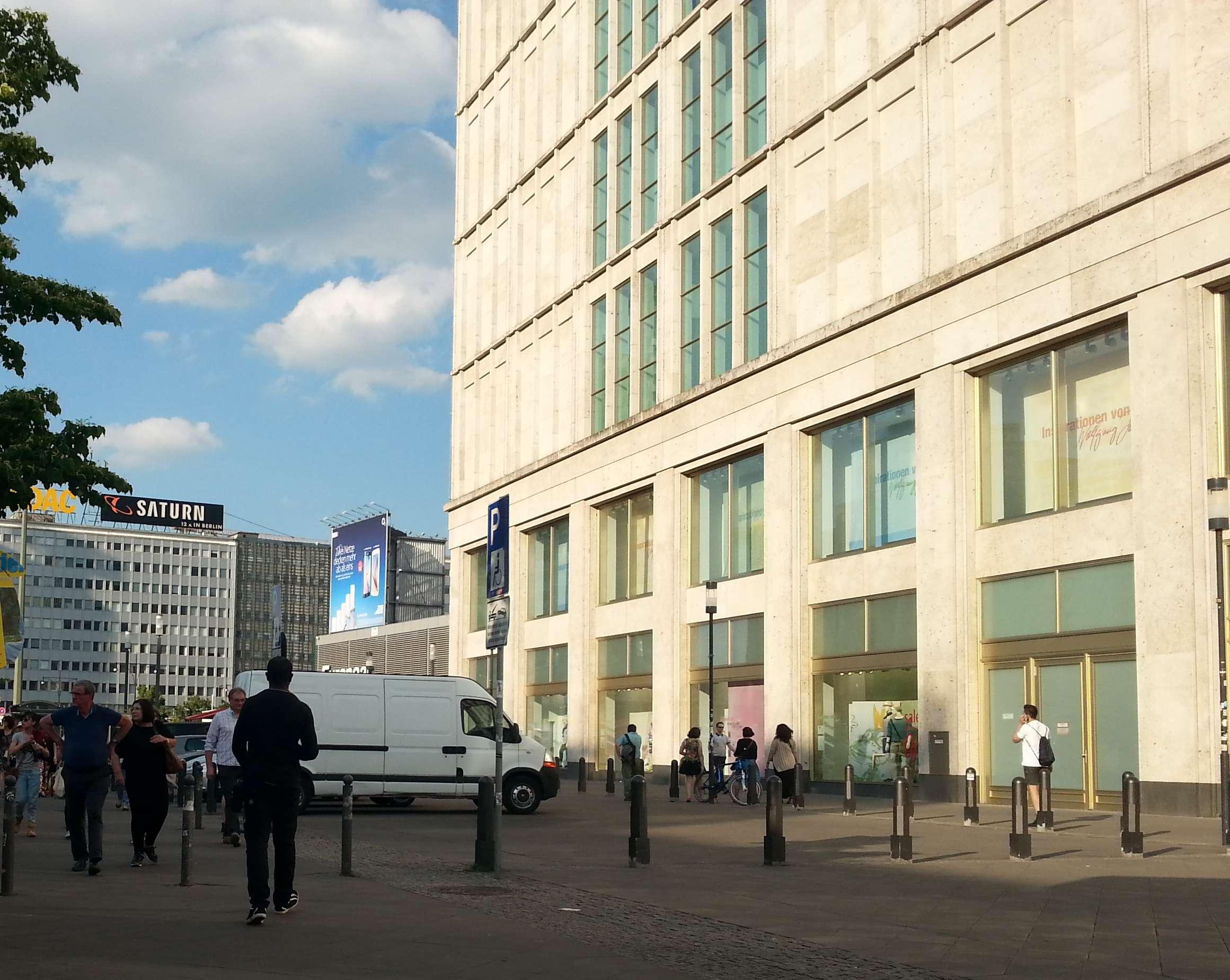 Foto von der Rückseite der Galeria Kaufhof in Richtung Karl-Liebknecht-Str.